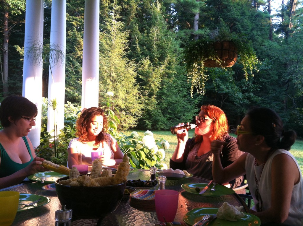 Enjoying a cast dinner at The Elitzer Home (L to R: Tori Sheehan, Jennifer Vargas, Kelsey Hogan and Cindy Elitzer)